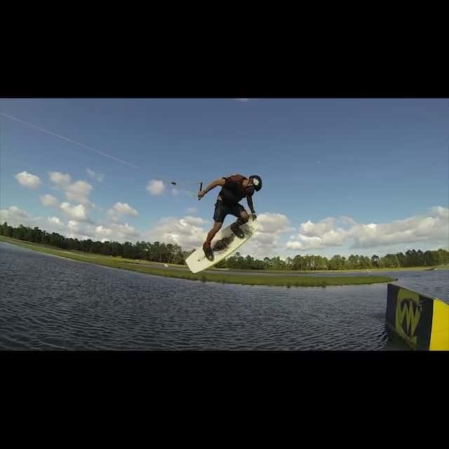 Few hits of @clayton_underwood out at @valdostawakecompound #wakeboarding