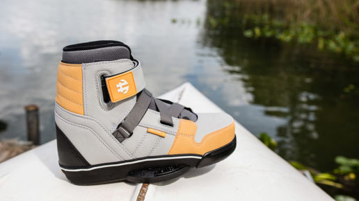 Humanoid Howl Wakeboard Boot Light gray and tan